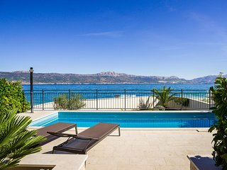 Beachfront Apartment Lemonade with Pool V
