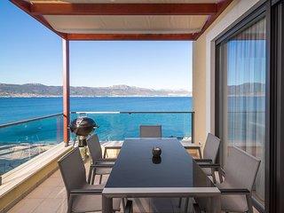 Beachfront Apartment Lemonade VI