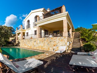Contemporary Villa, Estepona, with Infinity Pool 5 Minutes Drive to Beach