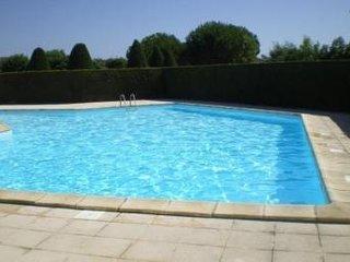 Petite maison dans résidence avec piscine