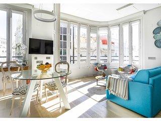 Bright, Unique Luxury Glass Apartment