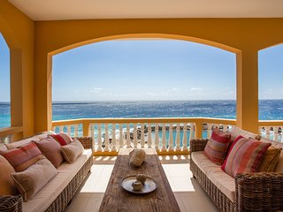 Penthouse The Strand 4A; Private Beach & Pool, Stunning View, Near City Center!