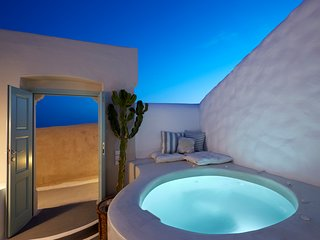 Valsamo cave house ~ Brand new house with private Jacuzzi