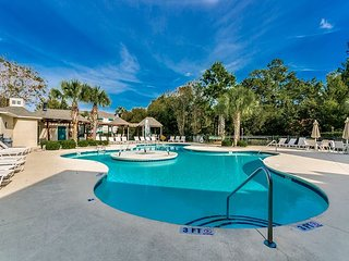 Walk to beach. Resort amenities. great for families, Free WiFi,Tennis Courts
