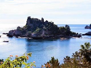 Taormina - Cottage by the Sea immersed in Isola Bella Natural Reserve