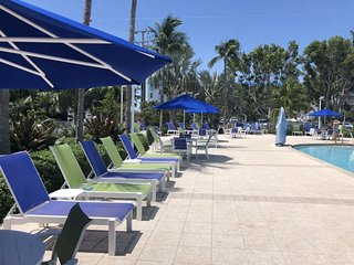 FLORIDA KEYS VACATION! LOVELY OCEAN VIEW 2BR/2BA! PRIVATE BEACH, POOL, PARKING
