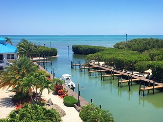 FLORIDA KEYS GETAWAY! INCREDIBLE 2BR/2BA WITH ISLAND VIEW, BEACH, POOL, MARINA