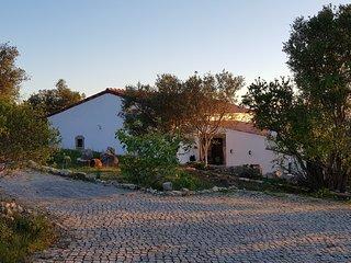 Grosses Ferienhaus in idyllischer Lage mit Pool fur Familien und Ruhesuchende