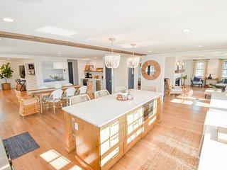 #713: Harwich Port home, exquisite finishings, 300 yards to the beach, sleeps 14