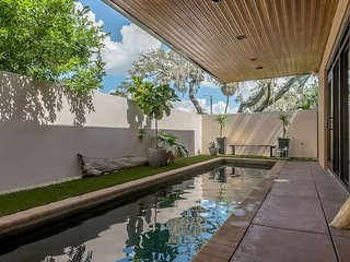 'The Wright Place' - F.L. Wright-Inspired Home w/ Private Pool