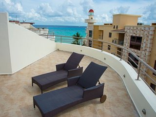 Beachfront penthouse with jacuzzi and terrace. CM 301