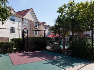 CLOSE TO ATTRACTIONS! 2 GREAT 2BRs FOR 10 GUESTS! BREAKFAST, POOL, GRILL