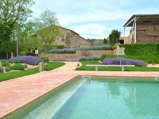 Pals Villa Sleeps 3 with Pool and Air Con - 5622367