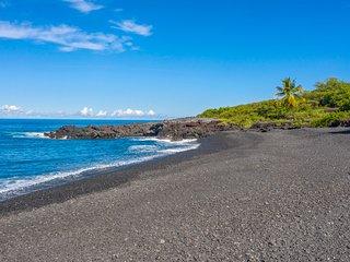Romantic tropical retreat, walk 150 yards to ocean.