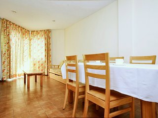 Cozy apartment a short walk away (459 m) from the 'Playa de Levante' in Salou wi