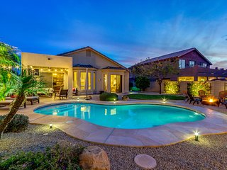 Gorgeous, Modern & updated w/Private Pool, Mountain Views, fire pit & more!