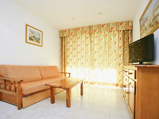 Cozy apartment a short walk away (457 m) from the 'Playa Levante' in Salou with