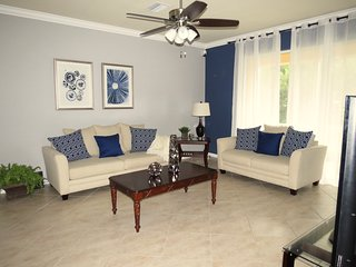 Best Deal for New & Roomy Townhome Furnished with Contemporary Decor