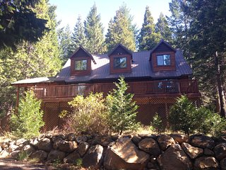 Beautiful Secluded Mountain Chalet on 6 acres on Mt Shasta, sleeps 16
