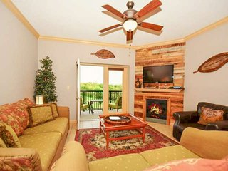 Heart of PIGEON FORGE! Unit #3407 Mtn Views-Indoor/Outdoor Pools-Playground-Balc