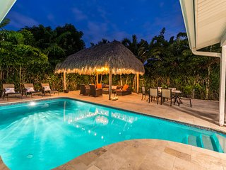 Aqua Vista TIKI HUT with pool on private island, newly renovated