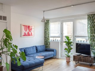 Light and airy 2 bed, for 4, Peckham