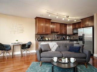 The Robin's Nest - Modern Condo in the Heart of SE Portland