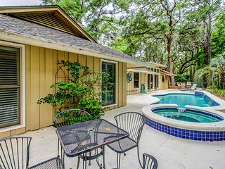 Spacious, renovated house with private spa and private pool!