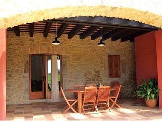 Pals Villa Sleeps 6 with Pool and Air Con - 5623089