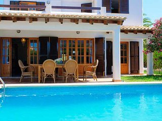 4 bedroom Villa with Air Con and WiFi - 5000791