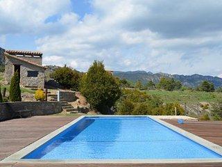 4 bedroom Villa with Pool - 5623130