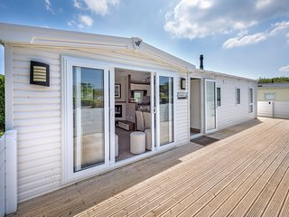 Contemporary chalet a short walk away from the beach - 2 Crugan (2CRUGA)