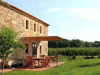 Girona Villa Sleeps 6 with Pool Air Con and WiFi - 5623896