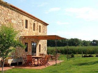 Girona Villa Sleeps 6 with Pool and Air Con - 5623896