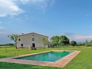 Girona Villa Sleeps 8 with Pool - 5622347