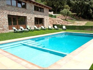9 bedroom Villa with Pool and WiFi - 5623120