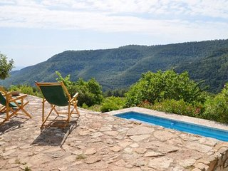 l' Albiol Villa Sleeps 14 with Pool - 5820681