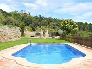 L'Ametlla del Valles Villa Sleeps 5 with Pool and WiFi - 5623072