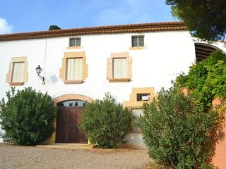 la Riera de Gaia Villa Sleeps 8 with Pool and WiFi - 5622416