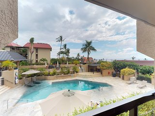 NEW LISTING! Downtown Kona condo w/lanai, ocean view & shared pool-walk to beach