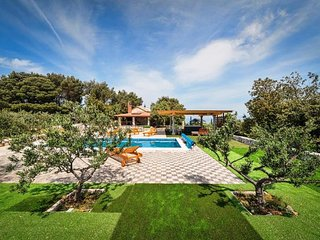 Villa Silente**** with swimming pool, whirlpool, scooters and amazing seaview!!!