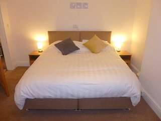Beautiful Two Bedroom Apartment in Crosby, Liverpool – Sleeps up to 6 People