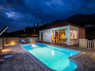Lazustina Paradise - Holiday Home with Swimming Pool