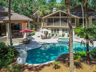 Expansive estate with private pool, main house, and guesthouse!