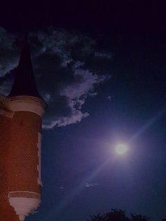Paysage de nuit au château.