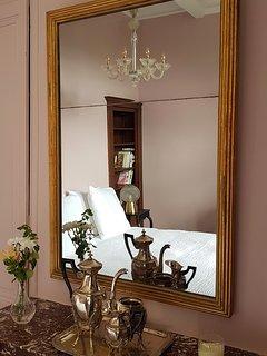 La Suite Rose du Château de Bonneau, la chambre.
