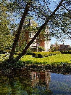 La rivière appelée 'La petite Trone de Diziers' vient du magnifique Château de Diziers, en amont.