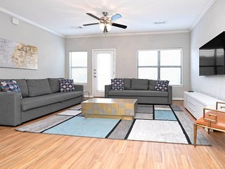 ✮ WOW Party Condo Downtown w/ Pool
