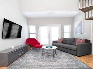 ☆ WOW Party Condo Downtown w/ Pool