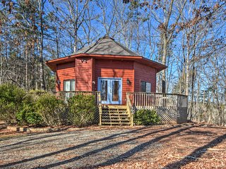 NEW! Cozy Lake Hartwell Home w/Deck & Pool Access!